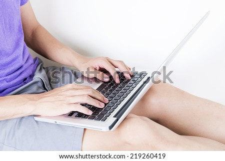 Operate the computer on the sofa