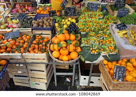 Oranges and citrus fruits at farmers market