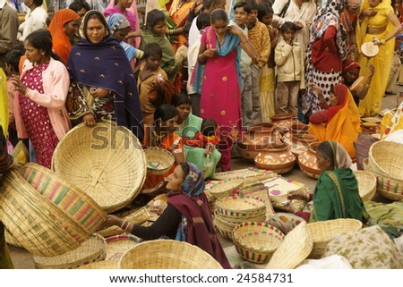 ORCHHA, INDIA - JAN 14: Crowded market during a Hindu festival on January 14, 2009 at Orchha, Madhya Pradesh, India.