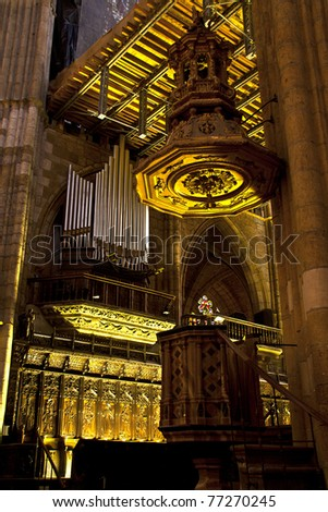 Organ and pulpit of the Cathedral of Leon