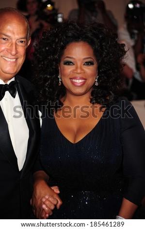Oscar de la Renta, Oprah Winfrey at American Woman Fashioning a National Identity Benefit Gala Co-Hosted by GAP for the Costume Institute, The Metropolitan Museum of Art, New York May 3, 2010 - stock photo
