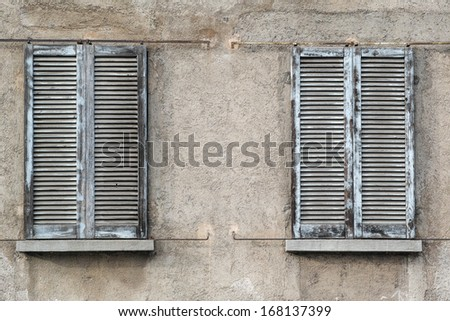 Outdoor Closed Windows - Grunge Style