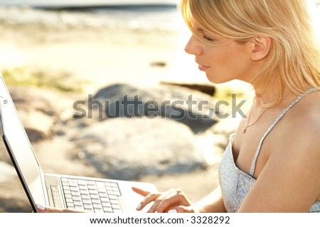 outdoor picture of lovely blond with laptop