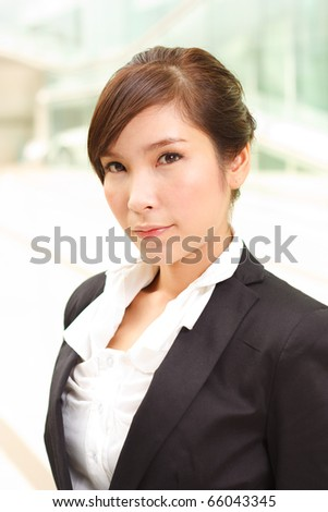 Outdoor portrait of young business woman