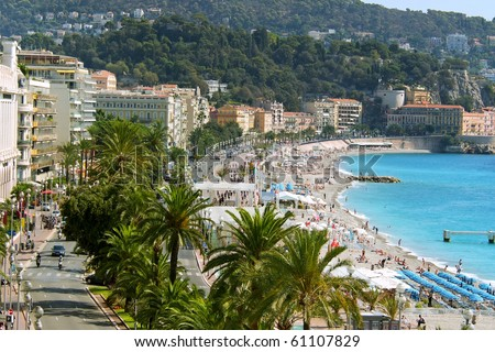 overhead view of waterfront boulevard Promenade des Anglais