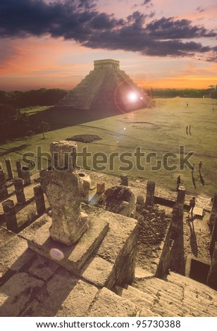 Overlooking the Mayan pyramid of Kukulcan El Castillo in Chichen-Itza (Chichen Itza), Mexico - stock photo