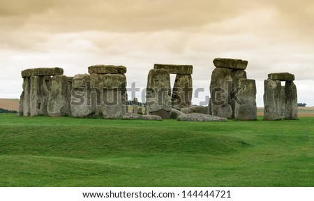 overview of the archaeological site of Stonehenge