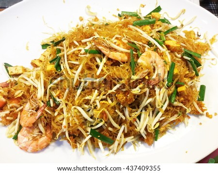 Pad thai , Thai noodles style with shrimp and vegetable.