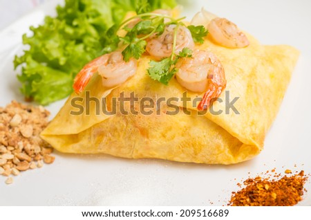 Pad thai, Traditional Thai dish made by noodle, shrimp and vegetable - stock photo