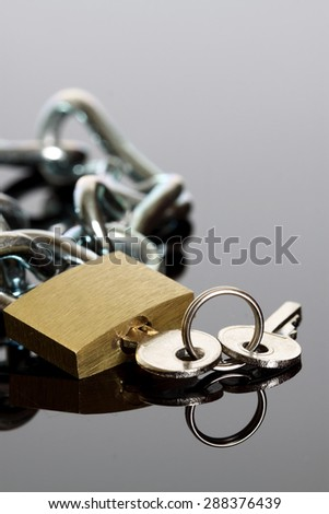 Padlock chain key reflection