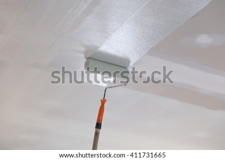painting a gypsum plaster ceiling with paint roller