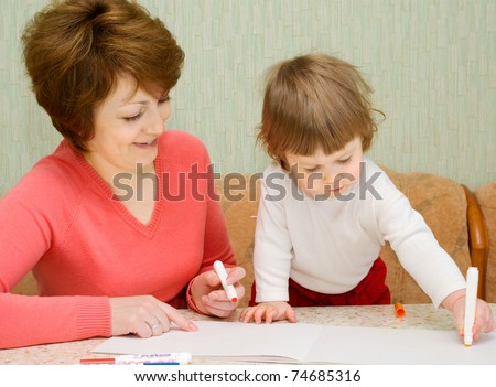 Painting small girl with mother