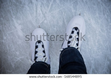 pair of ice skates view from the top