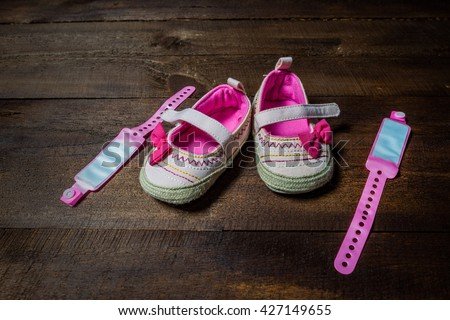 pair of shoes with bow for newborn girl, a pair of shoes and tag newborn girl