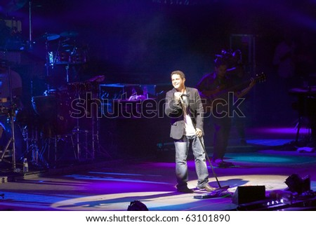 PALMA DE MALLORCA, SPAIN - AUGUST 20: Alejandro Sanz perform with his band on August 20, 2007 in Balearic Islands, Palma de Mallorca, Spain.