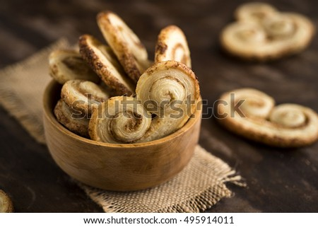 Palmier cookies in a wood cup