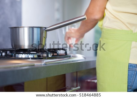 Pan dangerously placed on gas cooker