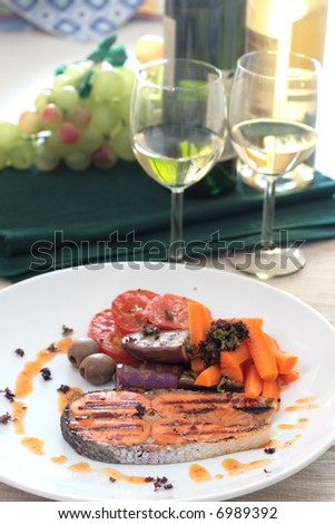 Pan seared salmon served with brinjal, carrots, sliced tomatoes and white wine