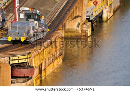 Panama channel lock with rubber wheel bump and locomotive