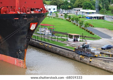 PANAMA - OCTOBER 6. In July 2009 the Panama Canal Authority awarded contracts to a consortium of companies to build six new locks by 2015. 'Tug' locomotive at Balboa old lock. October 6 2010, Panama - stock photo