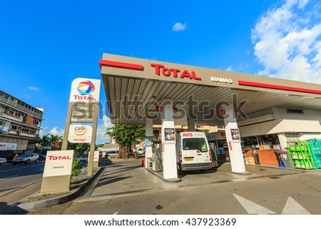 Muncie Circa March 2017 Walgreens Consumer Stock Photo 596629322 Shutterstock