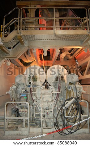 Paper and pulp mill - Detail of Fourdrinier Paper Machine: Dryer section. The Fourdrinier accomplishes all the steps needed to transform a source of wood pulp into a final paper product.