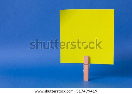 paper notes and clothespins isolated on blue background