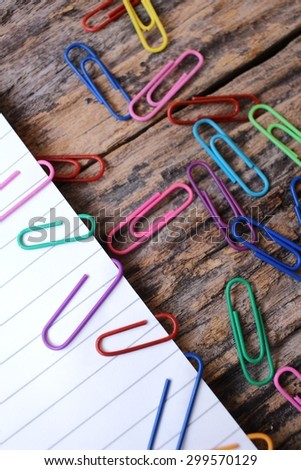Paper notes with colorful paper clips
