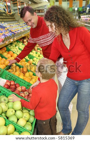 parents with son in shop