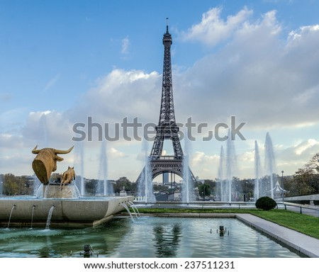 Paris, Eiffel tower framed by fountains - stock photo