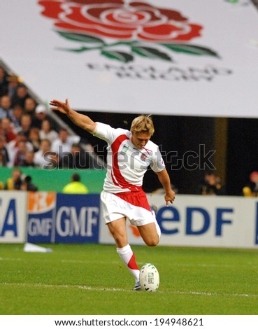 PARIS, FRANCE-OCTOBER 21, 2007:  england rugby player Jonny Wilkinson, kicks the ball during the final of the final England vs South Africa, of the Rugby World Cup, France 2007, in Paris - stock photo
