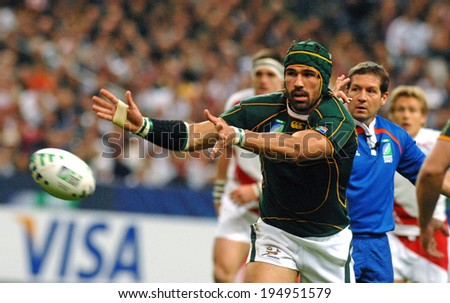 PARIS, FRANCE-OCTOBER 21, 2007:  south africa rugby player, Victor Matfield  throwing the ball, during the final England vs South Africa, of the Rugby World Cup, France 2007, in Paris - stock photo