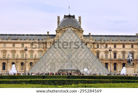 PARIS, FRANCE - SEPTEMBER 30, 2010: Frontal view of the Louvre museum - stock photo