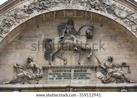 PARIS, FRANCE - SEPTEMBER 7, 2014: Sculptures on the facade the Hotel Les Invalides. Paris , France