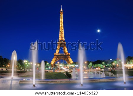 PARIS - JULY 25: The Eiffel Tower and fountains de Varsovie seen at evening on July 25, 2012 in Paris, France. Fountain was built in front of the Chaillot Palace for the Universal Exposition of 1937. - stock photo