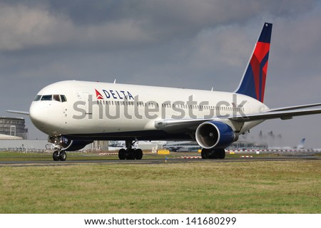 PARIS - MAY 29: Delta Airlines Boeing B767 taxis to take off on May 29, 2010 in Paris, France. Delta is one of the biggest airlines in the world serve over 300 destinations around the world - stock photo