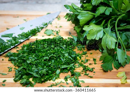 parsley on the cutting board