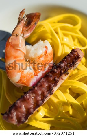 pasta whit shrimp and octopus