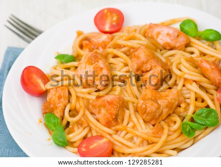 pasta with chicken breast in tomato sauce