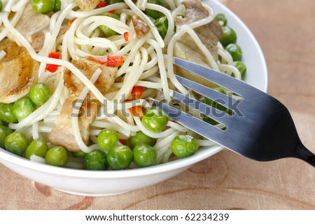 Pasta with peas and meat