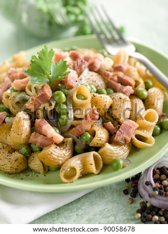 pasta with peas bacon and parsley