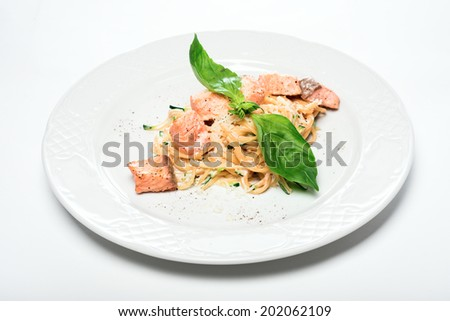 pasta with red fish with cheese sauce