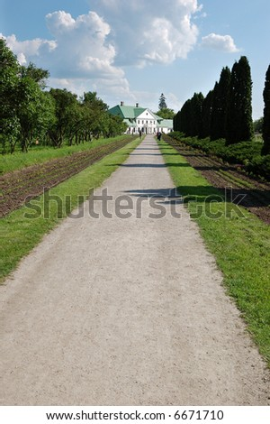 path to the house in park