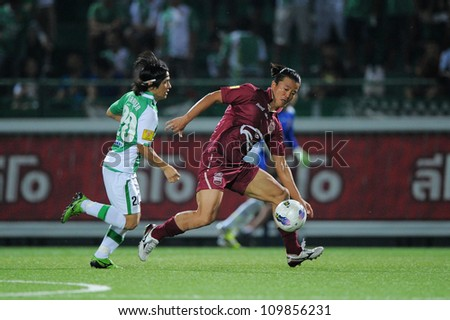PATHUM THANI,THAILAND-APRIL 7:Park Jae-Hong (red) in action during Thai Premier League between BangkokGlass FC.and Insee Police UTD.at Leo Stadium on April 7,2012 in PathumThani,Thailand