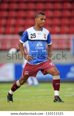 PATHUM THANI,THAILAND-AUG8:Leandro Dos Santos Practice before geam during Thai Premier League between Insee Police UTD.and SCG Muangthong UTD.at Thammasat Stadium on Aug 8,2012 in Thailand