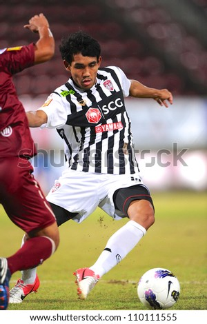 PATHUM THANI,THAILAND-AUG8:Teerasil Dangda of SCG Muangthong UTD.in action during Thai Premier League between Insee Police UTD.and SCG Muangthong UTD.at Thammasat Stadium on Aug 8,2012 in Thailand