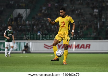 PATHUM THANI,THAILAND-MAR 6:Sompong Soleb of Osotspa M-150 in action during Thai Premier League 2016 between Bangkok Glass FC.and Osotspa M-150 at Leo Stadium on March 6,2016 in PathumThani,Thailand - stock photo