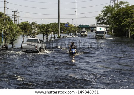 PATHUMTHANI, THAILAND - OCTOBER 30: Heavy flooding from monsoon rain in north Thailand arriving in Bangkok suburbs on October 30, 2011 in Pathumthani, Thailand. Faces its worst flooding in 50 years.