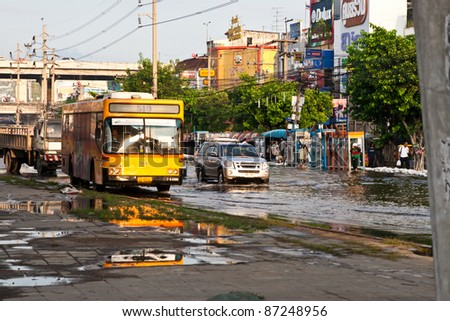 PATHUMTHANI, THAILAND - OCTOBER 18 -Thai flood hits Central of Thailand, higher water levels expected, bus and cars navigating through the flood- Tuesday october 18, 2011 in Pathumthani, Thailand