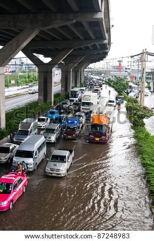 PATHUMTHANI, THAILAND - OCTOBER 18 -Thai flood hits Central of Thailand, higher water levels expected, cars navigating through the flood- Tuesday october 18, 2011 in Pathumthani, Thailand